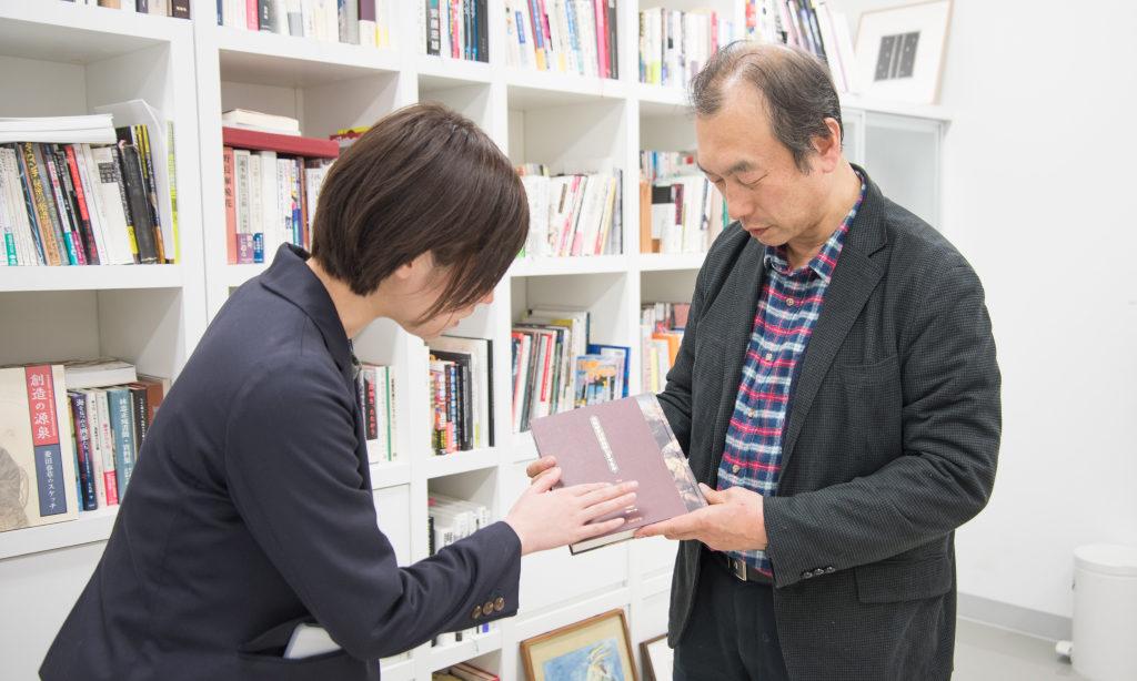 「物」として大切な本に触れる
